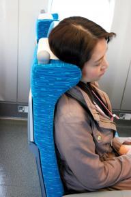 N700に比べ、頭をもたせかけるヘッドレストの出っ張りが大きくなったN700Aの座席