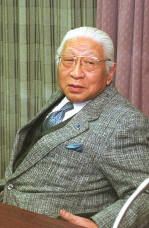 堀場雅夫さん=2002年1月