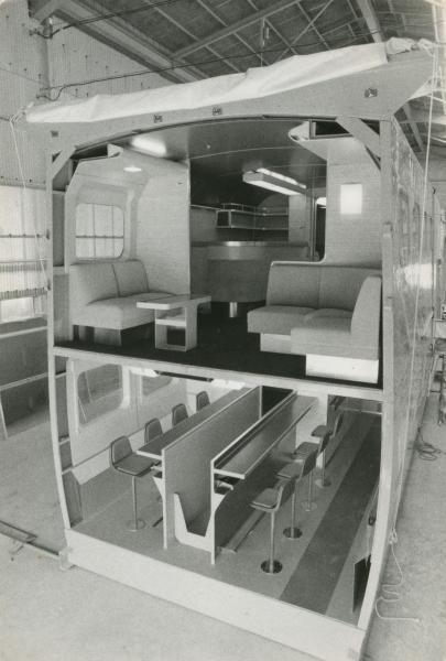 【1981年】2階建て新幹線の2、4人用のゆったりしたラウンジ車、食堂車の模型=1981年1月ごろ撮影