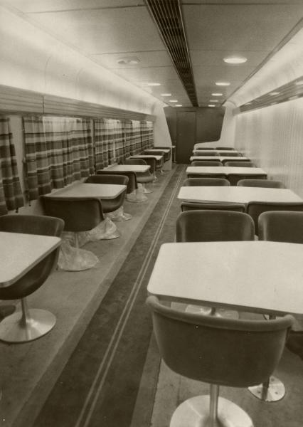 【1974年8月14日】東海道新幹線で、1974年9月5日から、「ひかり」につくことになった食堂車内