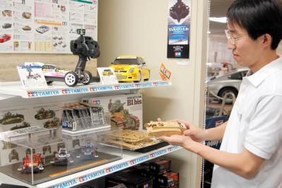 タミヤのショールームにあるオフィシャルショップ=2006年6月2日、静岡市駿河区