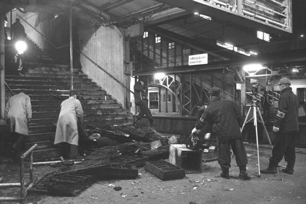 【1968年10月22日】「国際反戦デー」に合わせ、東京では労働者や学生による集会、デモなどが行われた。この日、集会、デモが許可されなかった反代々木系全学連は、各派ごとに国会、防衛庁、新宿駅周辺に暴力デモをかけた