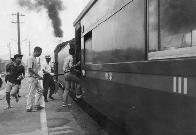 3等車のマークを残した列車=1971年8月18日、金沢駅