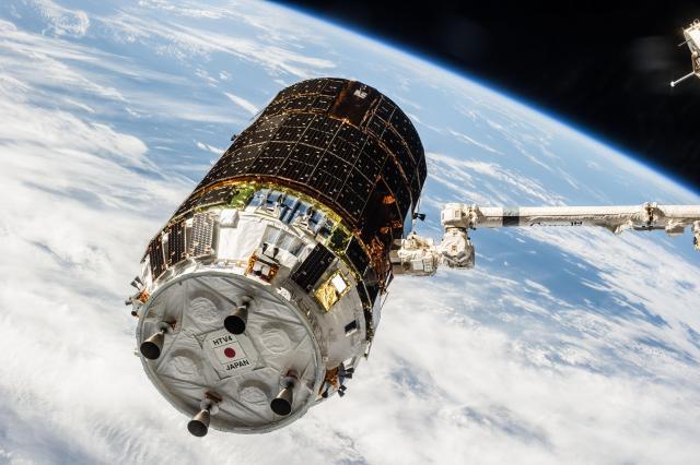 2013年8月に打ち上げられた「こうのとり」4号機=JAXA/NASA提供