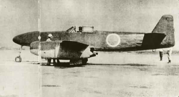 日本初のジェット機「橘花」。2度目の試験飛行直前の様子=1945年7月11日
