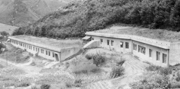 松代大本営の外観。「天皇陛下の待避壕(ごう)」と呼ばれた