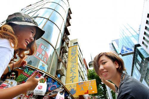 リニア・エレベータ。ロープを介してかごと釣り合う重りの磁力と壁の磁力で上下する=大阪市中央区