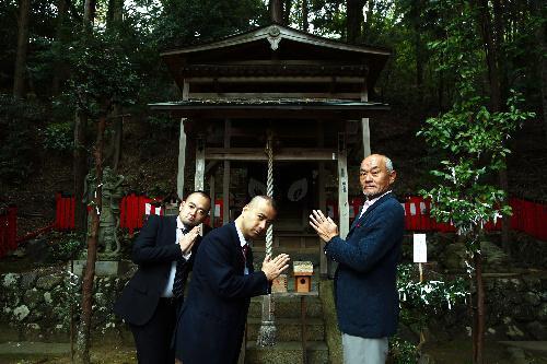 御髪神社。「頭出しOK」の人をヘッドハンティングするのに一苦労。「デコの進撃がとまりますように」=京都市右京区