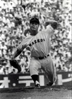 第39回大会(1957年)。寝屋川(大阪)戦でノーヒットノーランを達成した早稲田実(東京)の王貞治投手