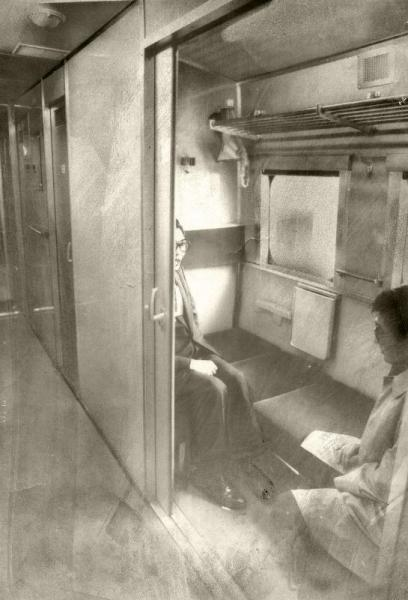 1975年春の新幹線博多開業にむけた国鉄のダイヤが改正。新幹線「ひかり」に、車イス専用個室も登場=1974年12月撮影