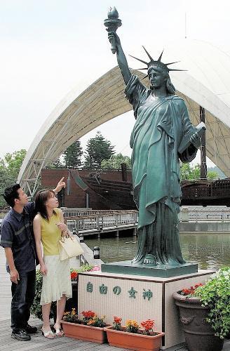 淡路ワールドパークの「自由の女神」=2005年5月28日