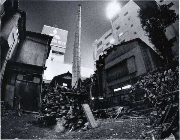【1987年12月】50年続いた大衆酒場の地主が変わり、大家が死んだ。地上げ屋が来て店主は約2億円で店を手放した