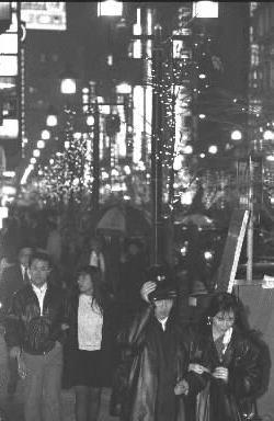 【1989年12月】連休とクリスマス・イブを間近にした「ハナキン」の夜、盛り場はどこも人であふれた