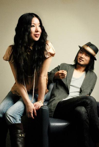 【2007年9月12日】東京事変の椎名林檎さん(左)と浮雲さん