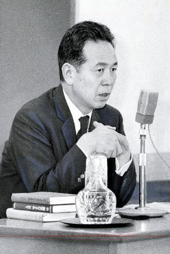 【1969年7月】お茶の水図書館で講演する阿川 弘之氏=東京・神田駿河台