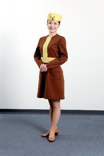 全日空が1970年代に採用していたミニスカートの制服=全日空提供