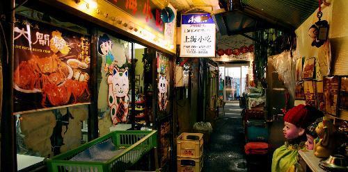 【2009年4月】椎名林檎さんの「歌舞伎町の女王」の舞台、東京・新宿区歌舞伎町の中華料理店「上海小吃」