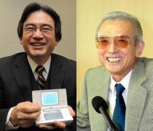 ゲーム機「ニンテンドーDSi」を手に笑顔を見せる任天堂の岩田聡社長(左、2008年10月2日)とファミコンの生みの親、任天堂の山内溥氏(2002年撮影)