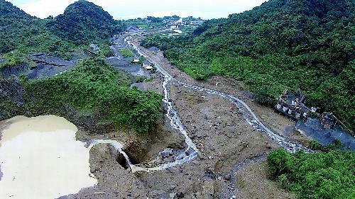ドローンで撮影した土石流の発生現場=鹿児島県垂水市二川、国土交通省九州地方整備局提供