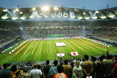 ソウルのW杯スタジアム、W杯開会式で並ぶ日韓両国の国旗=2002年5月31日