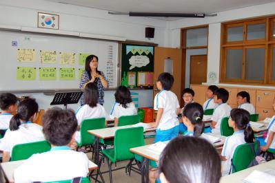 韓国・東莱(トンネ)小学5年の日本語の授業=2008年7月14日