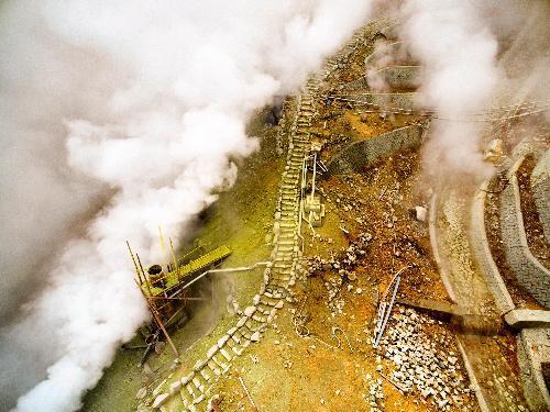 ドローンから撮影された箱根・大涌谷=2015年6月20日、神奈川県提供