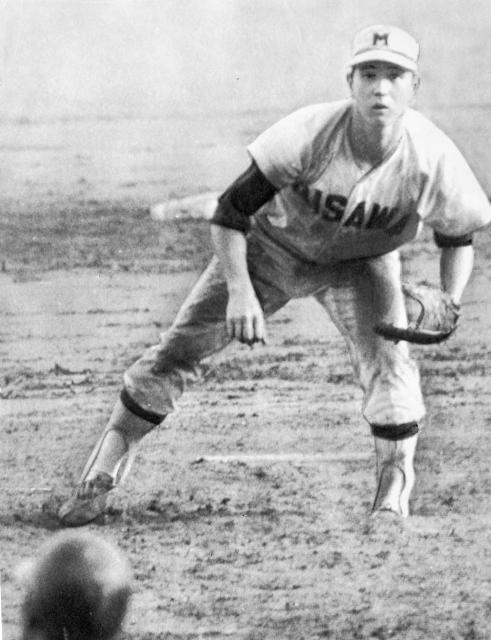 第51回全国高等学校野球選手権大会決勝の松山商―三沢戦で力投する三沢の太田幸司投手。