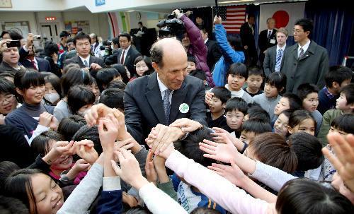 ジョン・ルース前駐日米大使。スタンフォード大を卒業後、85年に米カリフォルニア州の法律事務所に入った。シリコンバレーにあるIT企業の合併・買収やベンチャー企業育成を手がける=2012年1月17日