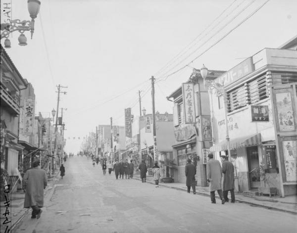 【1957年2月15日】東京・新宿区の神楽坂通り