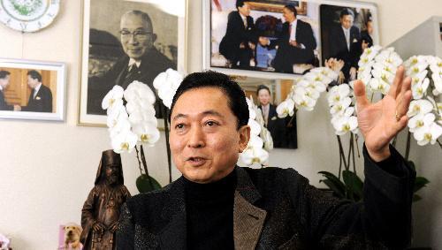 鳩山由紀夫元首相。東大工学部卒業後、米国スタンフォード大学で博士号を取得=2013年3月5日