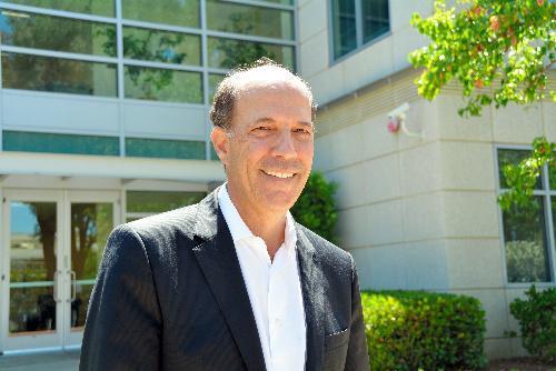 ジョン・ルース前駐日米大使。スタンフォード大を卒業後、85年に米カリフォルニア州の法律事務所に入った。シリコンバレーにあるIT企業の合併・買収やベンチャー企業育成を手がける=2014年7月3日