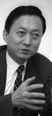 鳩山由紀夫元首相。東大工学部卒業後、米国スタンフォード大学で博士号を取得=1999年12月21日