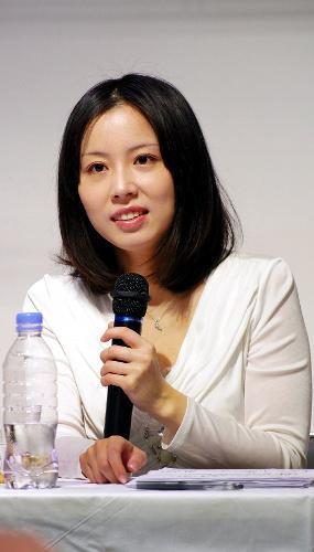 綿矢りささん、第130回芥川賞を受賞=2013年6月16日