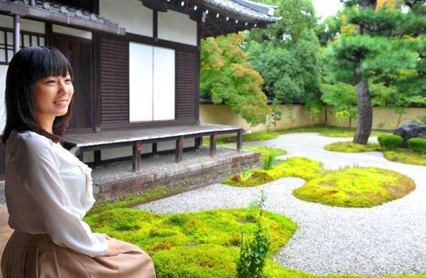 綿矢りささん、第130回芥川賞を受賞=2012年10月17日