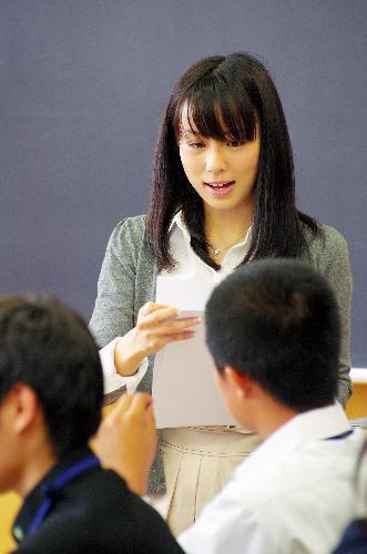 綿矢りささん、第130回芥川賞を受賞=2011年10月21日