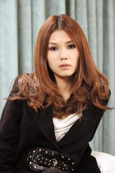 金原ひとみさん、第130回芥川賞を受賞=2006年11月20日