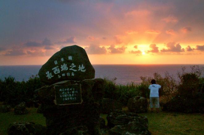 「日本国最西端之地」の石碑。日本で一番最後に見られる夕日が沈む