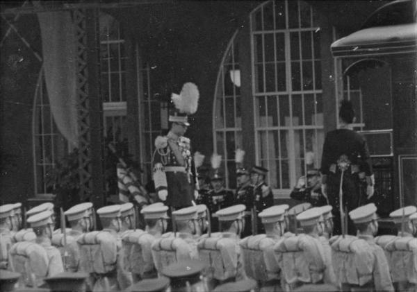 横浜港で御召列車に乗車する満州国皇帝溥儀=1935年4月6日