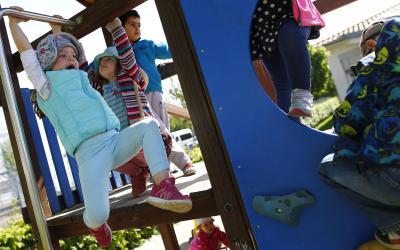 ドイツの幼稚園で遊ぶ子どもたち=ロイタ-