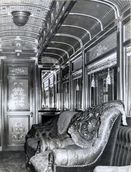 明治43年に製作された明治天皇、大正天皇用の6号御料車の内部=1964年6月撮影