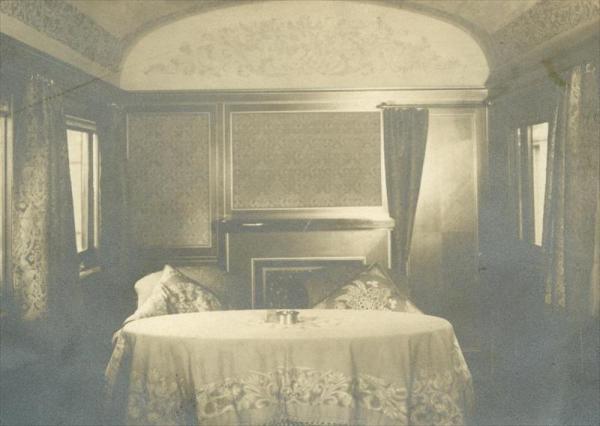 昭和天皇の御料車の御座所=1932年4月11日