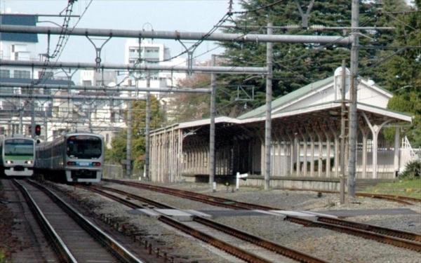 JR山手線原宿駅の北側にある「宮廷ホーム」=2010年4月18日