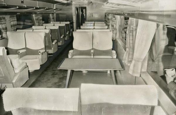 イギリスのエリザベス女王が来日した際に応急改造された新幹線のグリーン車=1975年5月1日
