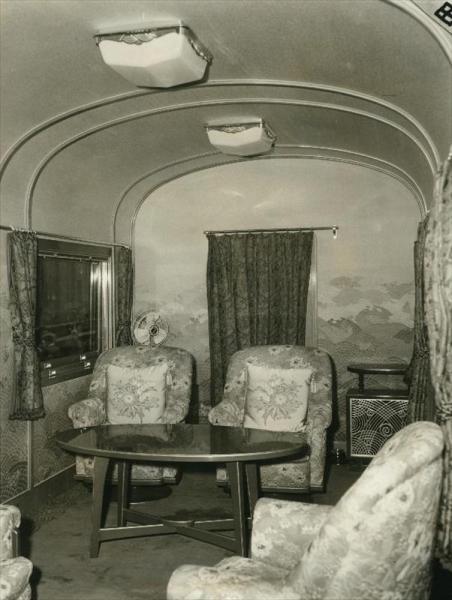 香淳皇后用の御料車2号を改装、皇太子ご夫妻が伊勢神宮に結婚報告に訪れた際に使った車両=1959年4月3日