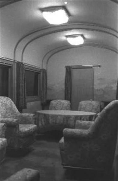 香淳皇后用の御料車2号を改装、皇太子ご夫妻が伊勢神宮に結婚報告に訪れた際に使った車両の御座所=1959年4月