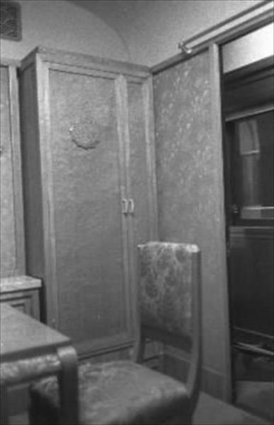香淳皇后用の御料車2号を改装、皇太子ご夫妻が伊勢神宮に結婚報告に訪れた際に使った車両の休憩室=1959年4月