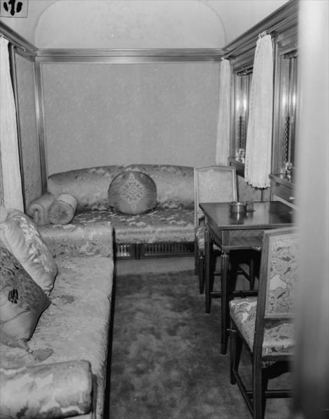 お召し列車の内部=1957年10月