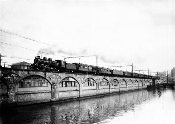 京都での即位の礼に向かう、昭和天皇の特別列車=1928年10月22日