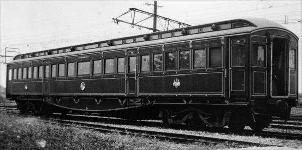 国鉄が1959年10月14日の鉄道記念日に、日本の鉄道の発達史上ゆかりの深い鉄道記念物として指定した「6号御料車」。明治43年製で、明治、大正両天皇のお召し列車=1959年10月撮影