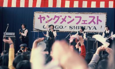 デパートの開店を記念したイベントで演奏するザ・タイガース=1967年11月